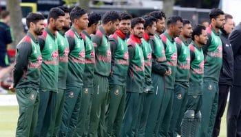 Bangladesh cricketers call off strike