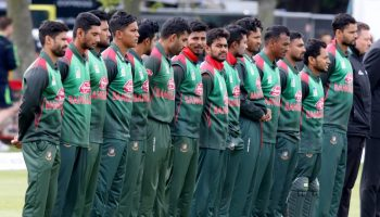 Bangladesh cricketers call off strike